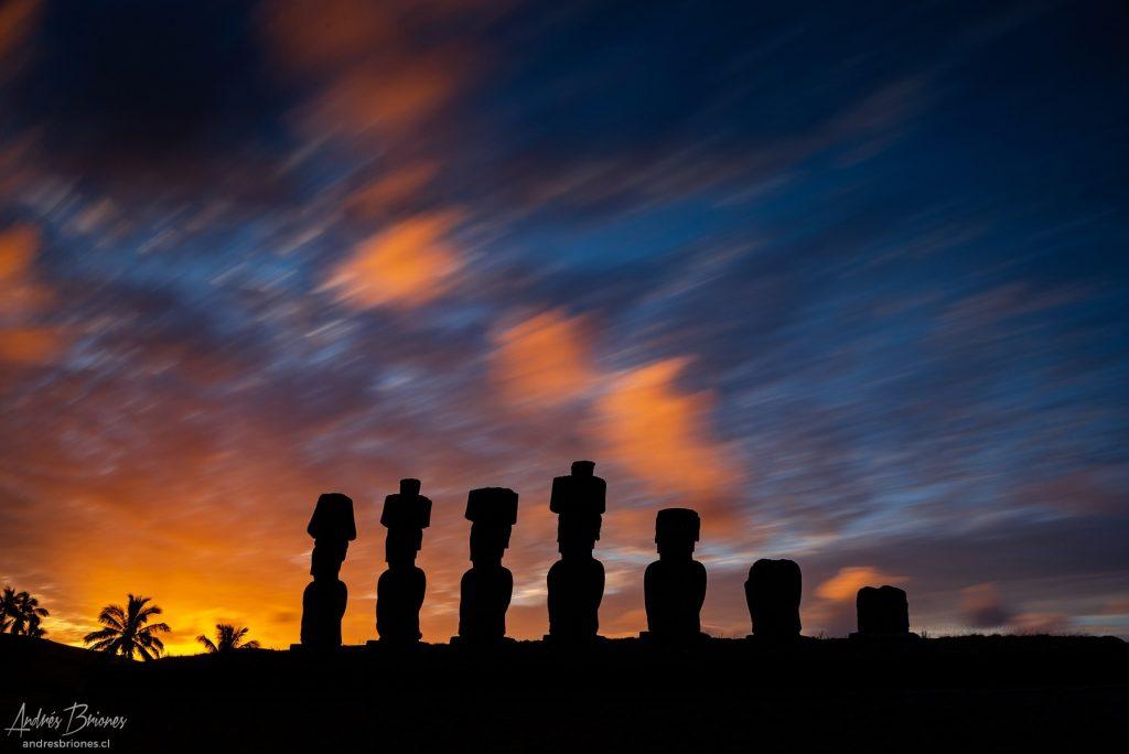 Silueta Moais en Rapa Nui