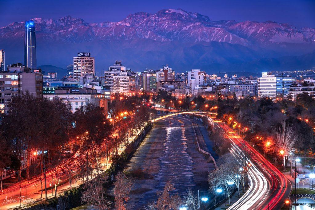 Río Mapocho y la cordillera de Los Andes